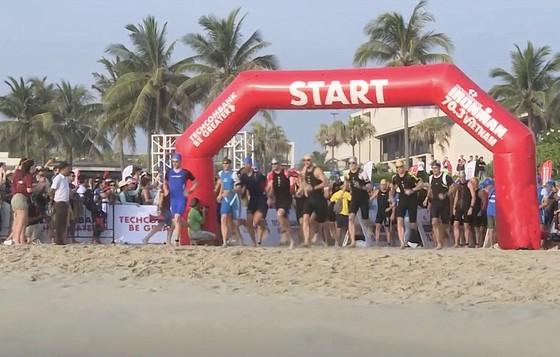 Hơn 1.600 vận động viên đến từ 56 quốc gia và vùng lãnh thổ tranh tài tại cuộc thi Ironman 70.3 ảnh 2