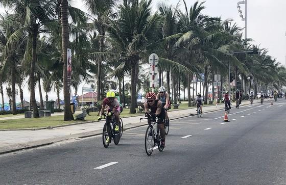 Hơn 1.600 vận động viên đến từ 56 quốc gia và vùng lãnh thổ tranh tài tại cuộc thi Ironman 70.3 ảnh 3