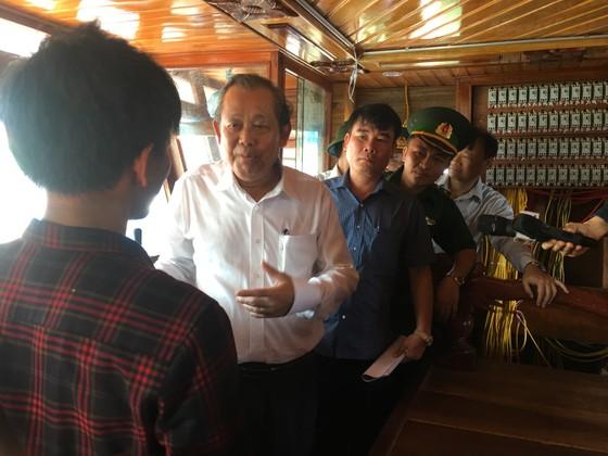 Phó Thủ tướng Trương Hòa Bình thăm hỏi ngư dân Quảng Bình ảnh 2