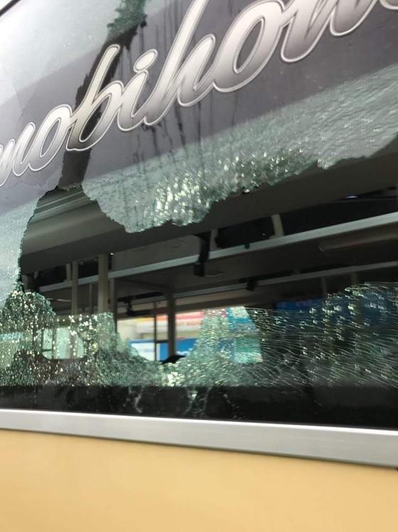 Cơ quan công an vào cuộc điều tra vụ côn đồ đánh lái xe chở khách du lịch ở Quảng Bình ảnh 1