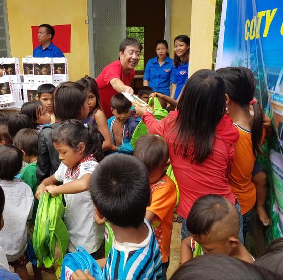 Trao tặng phòng học và nhà vệ sinh cho đồng bào Mã Liềng ảnh 2