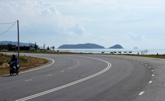 Ngắm cung đường đẹp nhất Vũng Chùa dưới rặng Hoành Sơn ảnh 4