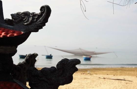 Ven bờ ngư dân dựng miếu cầu mưa thuận gió hòa để làm ăn không bị tai ương