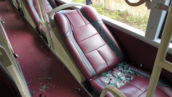 Quảng Bình: Côn đồ lại tấn công hàng loạt xe du lịch ảnh 2