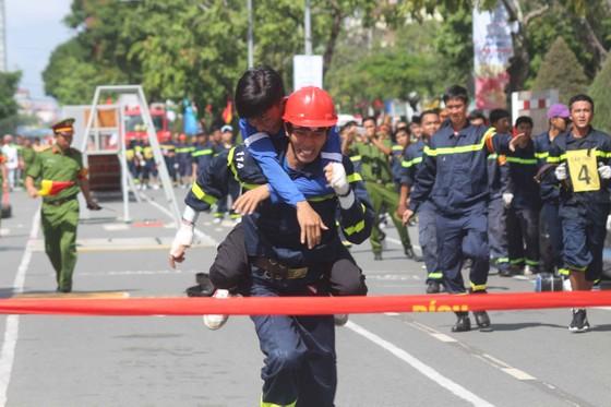 Hàng trăm Cảnh sát PCCC tham gia Hội thi cứu nạn cứu hộ lần I-2017 ảnh 9