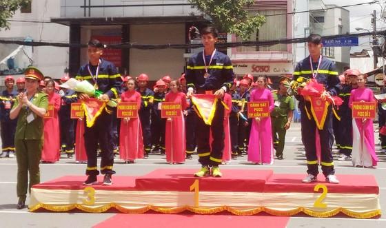 Hàng trăm Cảnh sát PCCC tham gia Hội thi cứu nạn cứu hộ lần I-2017 ảnh 2