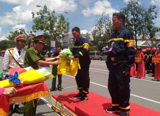Hàng trăm Cảnh sát PCCC tham gia Hội thi cứu nạn cứu hộ lần I-2017 ảnh 3