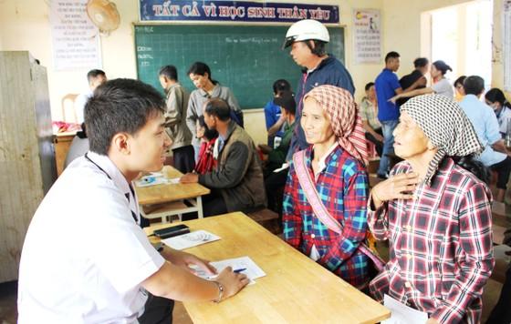 """Mang """"Áo trắng đến trường"""" cho hàng trăm học sinh nghèo Đắk Nông ảnh 6"""