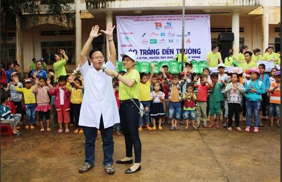 """Mang """"Áo trắng đến trường"""" cho hàng trăm học sinh nghèo Đắk Nông ảnh 4"""