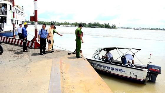 Tìm thấy thi thể đại úy công an mất tích trong vụ tai nạn ca nô trên sông Hậu ảnh 1