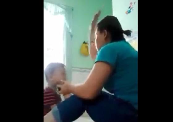 3 trẻ nhỏ ở An Giang bị bảo mẫu bạo hành  ảnh 2