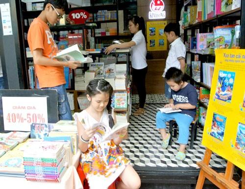 Đường sách TPHCM thành công, tạo sân chơi văn hóa đọc ảnh 1