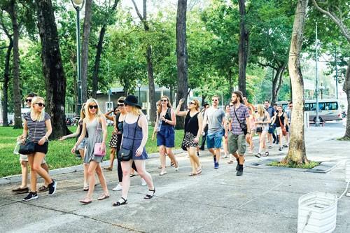 Du lịch: Phấn đấu trở thành mũi nhọn kinh tế ảnh 1