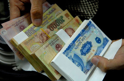 Đổi tiền lẻ cận Tết Đinh Dậu: Phí vọt lên 40% ảnh 1