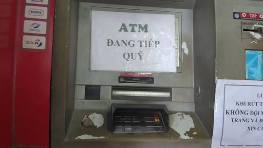 Dân Sài Gòn lại khổ vì ATM hết tiền ảnh 1