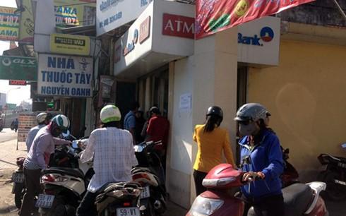 Rút tiền ATM giáp Tết: Chạy vòng quanh ảnh 1