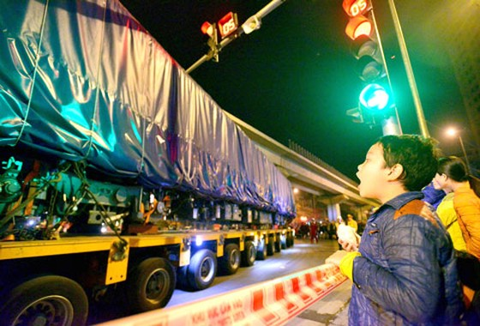 Cẩu thành công toa tàu đầu tiên Cát Linh-Hà Đông ảnh 5