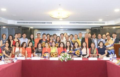 CLB doanh nhân 2030 trao quà học sinh nghèo ảnh 1