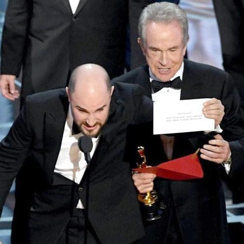 Oscar 2017 gây sốc khi công bố nhầm giải lớn nhất ảnh 1