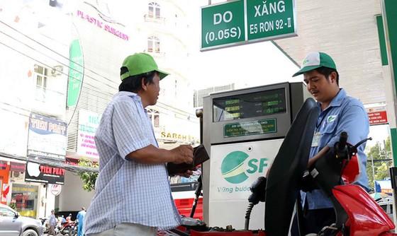 Trình đề xuất tăng thuế xăng dầu thêm 8.000 đồng/lít ảnh 1