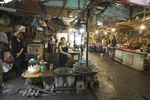 Nhảy Aerobic trong chợ ở Hà Nội ảnh 1