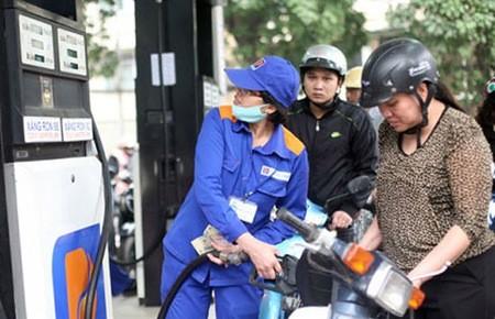 Lại nới quyền tăng giá xăng cho DN xăng dầu ảnh 1