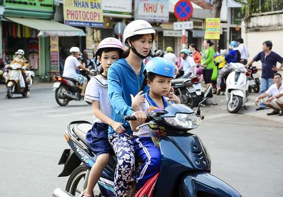 TPHCM cao điểm kiểm tra mũ bảo hiểm trẻ em ảnh 5
