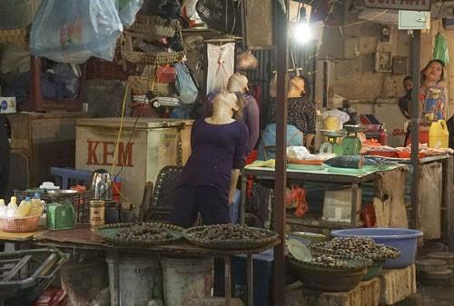 Nhảy Aerobic trong chợ ở Hà Nội ảnh 6