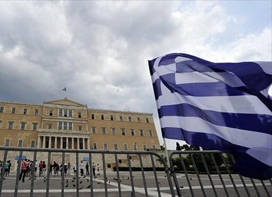 S&P hạ tín nhiệm dài hạn Hy Lạp xuống tiêu cực ảnh 1