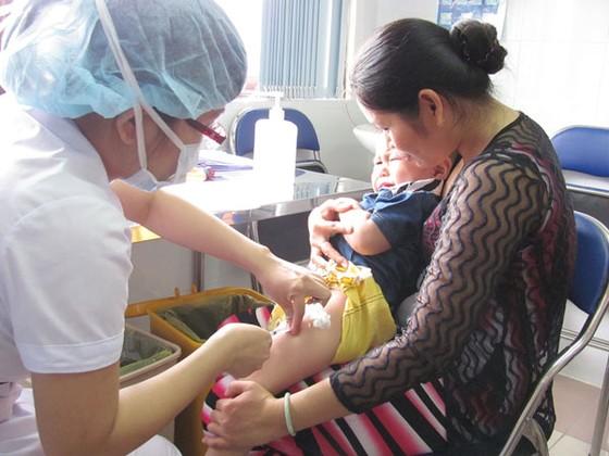 Vaccine dịch vụ: Hết hàng, tăng giá ảnh 1