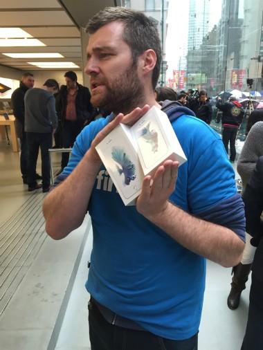 Apple bắt đầu mở bán iPhone 6s trên thế giới ảnh 2