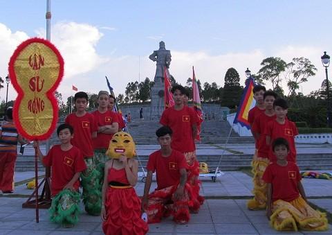 Ra mắt đội lân Quang Trung đường ảnh 1