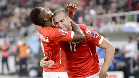 Tây Ban Nha, Thụy Sỹ giành vé đến Pháp ảnh 2