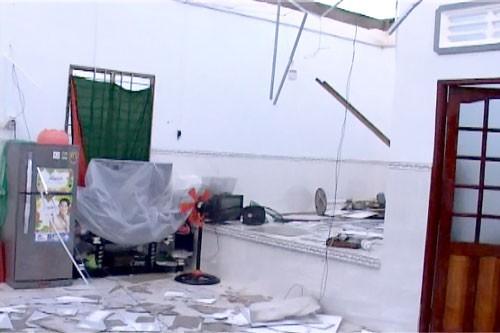 Lốc xoáy 50 căn nhà tốc mái, hư hỏng nặng ảnh 1