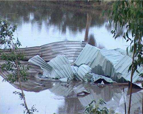 Lốc xoáy 50 căn nhà tốc mái, hư hỏng nặng ảnh 2