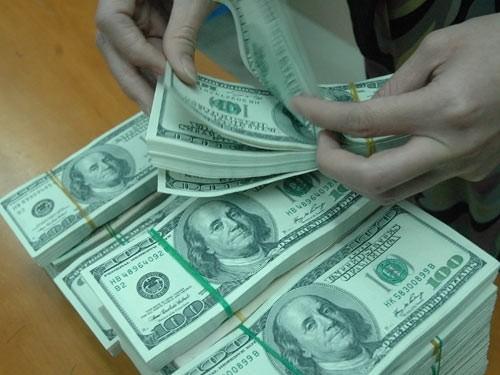 USD bốc hơi, vàng tụt giá: Dân giàu bất an ảnh 1