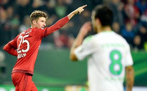 Muller lập cú đúp, Bayern tiễn Wolfsburg ảnh 1