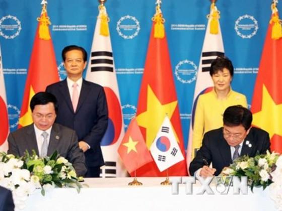 Tổng thống HQ hoan nghênh thông qua FTA với VN ảnh 1