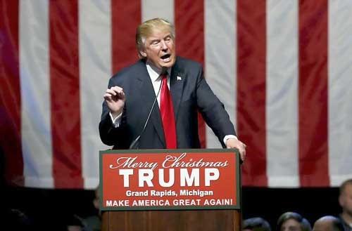 Tỷ phú Donald Trump bị lên án vì thô tục với bà Clinton ảnh 1