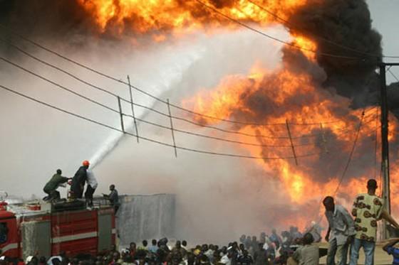 Nổ nhà máy gas Nigeria, hơn 100 người chết ảnh 1
