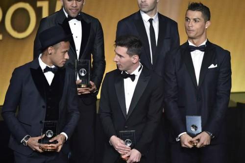 Ronaldo trổ tài phiên dịch cho Messi, Neymar ảnh 1