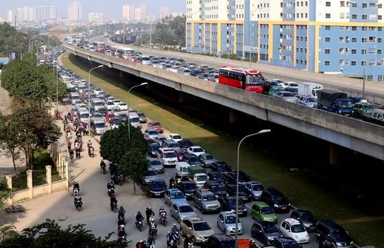 Cửa ngõ thủ đô kẹt xe kéo dài hàng cây số ảnh 1