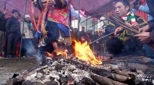 Lễ nhảy lửa đuổi tà ma người Dao Mẫu Sơn ảnh 1