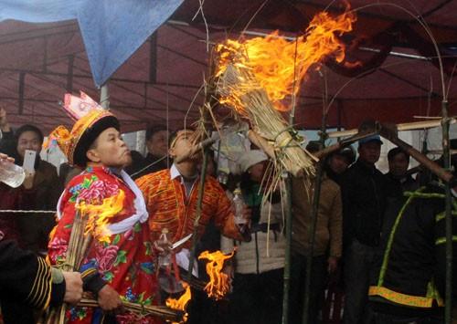 Lễ nhảy lửa đuổi tà ma người Dao Mẫu Sơn ảnh 2