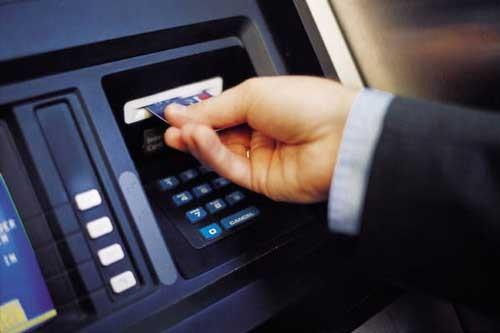 """Bị """"nuốt"""" tiền tại ATM, phải làm sao? ảnh 1"""