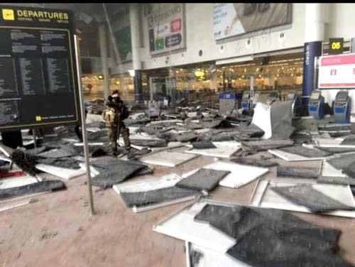 Nổ liên tiếp tại sân bay ở Brussels, 11 người thiệt mạng ảnh 1
