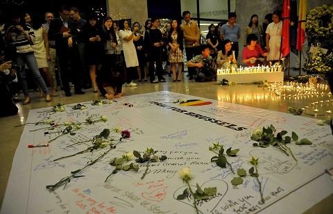 Tưởng niệm nạn nhân khủng bố ở Bỉ tại Hà Nội ảnh 2