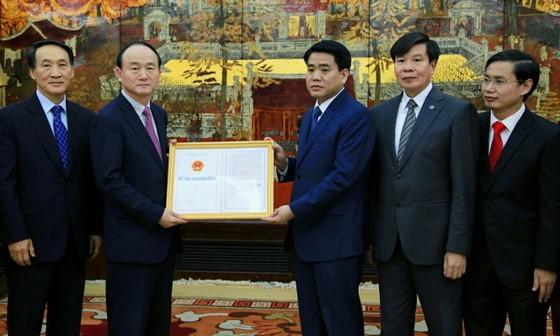 Trao chứng nhận đầu tư dự án Samsung 300 triệu USD ảnh 1