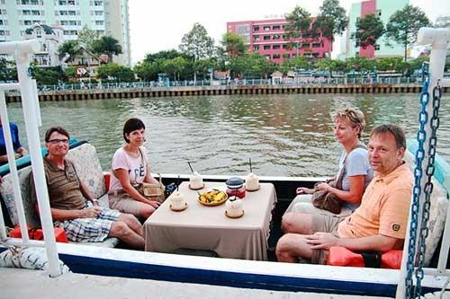 Rác ngáng đường du thuyền trên kênh Nhiêu Lộc ảnh 2