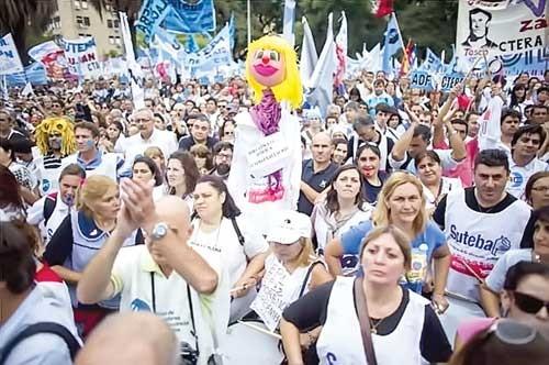Argentina ra dự luật bảo vệ giáo viên ảnh 1
